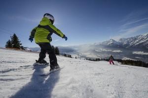 Kinder lernen spielerisch das Skifahren - und das auch noch gratis. - Foto: Silberregion Karwendel