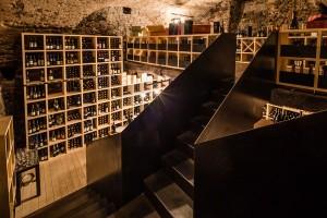 Der gut sortierte Weinkeller ist der ganze Stolz von Besitzer Helmuth Geier.