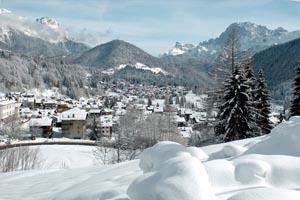 Ein typisches Dolomitendorf ist die Gemeinde Falcade mit seinen knapp 2100 Einwohnern. – Foto: Tourismusverein Falcade