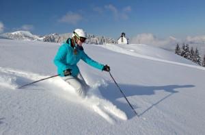 Urlauber können bei Gratis-Skitests die neuesten Modelle auf Kanten und Bindung prüfen. - Foto: Ski Juwel