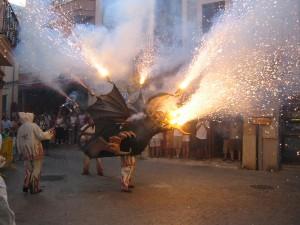 : Feuerspeiende Drachen in den Straßen und Gassen von Palma de Mallorca. - Foto: www.mydestination.com/mallorca