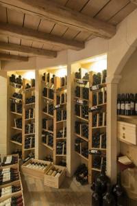 Über 700 verschiedene Weine lagern im Keller des Post-Hotels. - Foto: Stefano Scata
