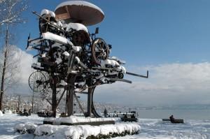 Skulptur Heureka von Tinguely am Zürichsee. - Foto: Zürich Tourismus