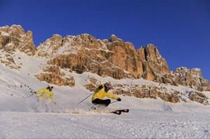 Rasantes Skifahren zwischen Rosengarten und Latemar: Dabei kommt jeder auf seine Kosten. - Foto: Eggental Tourismus/Laurin Moser