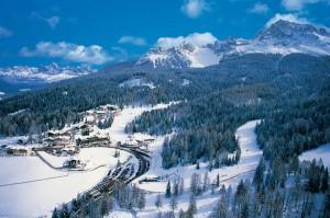 Das Ski Center Latemar in Obereggen ist bekannt für hundertprozentige Schneesicherheit, grandiose Bergpanoramen und hervorragende Hotels. – Foto: Tappeiner