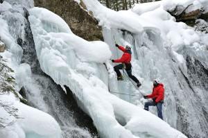 Eisklettern am Staubfall im Unkener Heutal. - Foto: Tourismusverband Salzburger Saalachtal