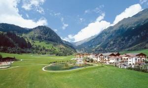 Das Hotel Schneeberg ist eine großzügige und schmucke Anlage. - Foto: Hotel Schneeberg