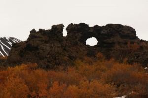 Im Labyrinth von Dimmuborgir findet man viele skurrile Lavaformationen.