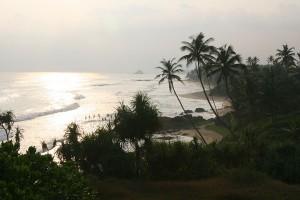 Ausblick vom Barberyn Beach Resort in Sri Lanka auf den tropischen Palmenstrand des Indischen Ozeans. - Foto: Barberyn Resorts