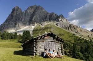 Der Peitlerkofel ist mit 2875 m der höchste Berg der Peitlerkofelgruppe in den Dolomiten. Eine Rast vor diesem Panorama ist Pflicht. - Foto: Laurin Moser