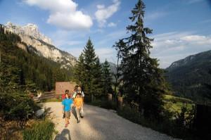 Der Gaichtpass ist Teil eines Themenwanderweges auf der alten Salzstraße. Foto: Tannheimer Tal