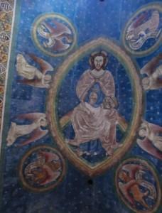 In der Gewölbetonne ist Christus mit der Weltkugel dargestellt, umgeben von den Evangelistensymbolen. - Foto: Dieter Warnick