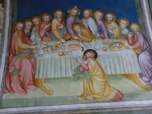 Die Fresken erhielten im Jahr 1960 einen neuen Farbanstrich; die Szene zeigt Jesus im Kreise seiner Jünger beim letzten Abendmahl. - Foto: Dieter Warnick