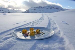 Skifahren mit Gourmetgenüssen auf einzigartige Weise zu verbinden, das hat in Alta Badia schon Tradition. - Foto: Tourismusverband Alta Badia