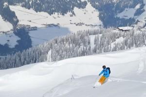 In drei Tagen lernen routinierte Skifahrer das Einmaleins des Tiefschneefahrens. – Foto: Alpachtal Seenlad Tourismus