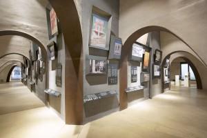 Eine Ausstellung im Bozner Siegesdenkmal erinnert an den Ersten und Zweiten Weltkrieg. – Foto: Verkehrsamt der Stadt Bozen