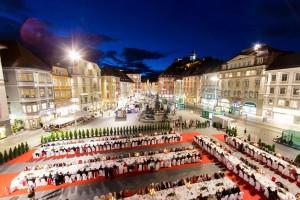 Am 15. August wird die Grazer Altstadt im wunderschönen Ambiente des Renaissance-Landhaushofes wieder zu einer festlichen Speisemeile. – Foto: Steiermark Tourismus/Schiffer