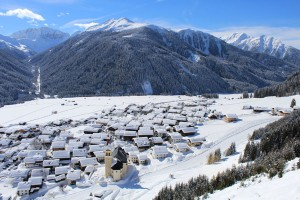 Hier wohnt der Winter: Das denkmalgeschützte Bauerndorf Obertilliach in Osttirol. - Foto: Tourismusbüro Obertilliach/Schneider