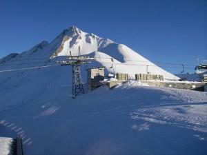 Die Bergstation vom Haldigrat bei Engelberg in der Zentralschweiz – auch bei eisigen Temperaturen verbringt Liftbesitzer Kurt Mathis oft viele Stunden in seiner winzig kleinen Hütte. – Foto:  Engelberg-Titlis
