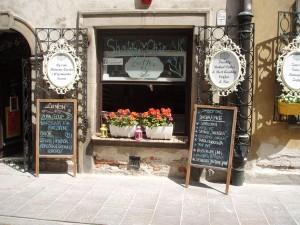 Typische Laden-Deko in der Altstadt. Foto: Raja Kraus
