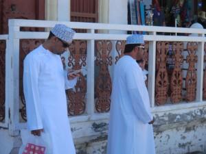Immer auf dem neuesten Stand - die arabische Bevölkerung will bestens informiert sein. - Foto: Dieter Warnick