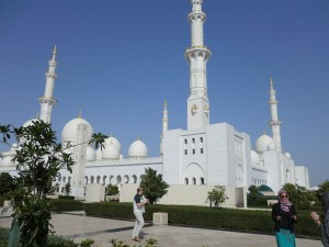 Die Sheikh-Zayed-Moschee (Weiße Moschee) in Abu Dhabi ist auf ihre Art einzigartig auf der Welt.- Foto: Dieter Warnick