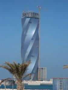 In Bahrain dürfen sich die kreativsten Architekten der Welt nach Lust und Laune austoben. - Foto: Dieter Warnick