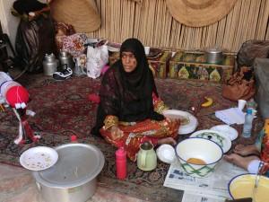 Im Heritage Village von Dubai werden die Touristen mit allerlei süßen Köstlichkeiten und Kaffee überrascht. - Dieter Warnick