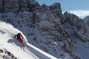 Vom Goldenen zum weißen Dachl: Auf der neuen Plattform Freeride City Innsbruck bekommen Freerider einen Überblick über die besten Routen, Freeride-Kurse, Events sowie Unterkünfte und Pauschalen. – Foto: Innsbruck Tourismus