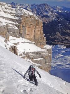 Die einzigartige Felsbeschaffenheit aus Kalkstein macht den Aufstieg zu einem interessanten Erlebnis. – Foto: Cortina Turismo