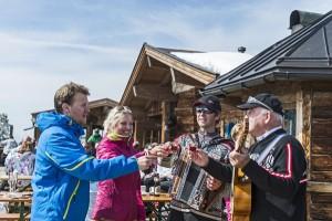 """Jeweils  im März laden über 70 teilnehmende Betriebe zur """"Skihüttengaudi"""" in der Ferienregion Wilder Kaiser ein. – Foto: Ferienregion Wilder Kaiser / Peter von Felbert"""