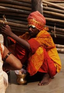 Ein Priester im Kloster Kamakhya-