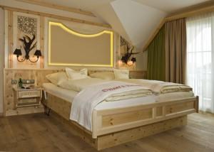 """Das Bio-Haus """"Linde"""" wurde mit feinstem Zirbenholz ausgestattet."""