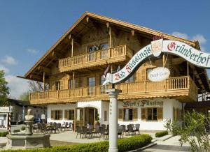 """Der Wirt """"z' Füssing"""" ist das jüngste Projekt der Hotel-Anlage. Bayerisches Flair ist garantiert."""