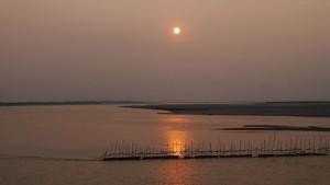 Sonnenuntergang am Brahmaputra.
