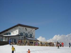 Ein beliebter Treff ist die Comici-Hütte; dort erhalten die Gewinner einen Aperitif. - Foto: Val Gardena-Gröden Marketing