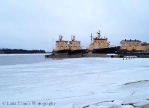 """Die Eisbrecher in Helsinki werden aufgrund des  """"milden"""" Winters nicht eingesetzt und bleiben am Ufer festgemacht."""