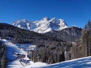 Die Talstation Signaue könnte durchaus als Knotenpunkt für die Skifahrer, die sich im Gebiet Helm-Rotwand aufhalten, bezeichnet werden. – Foto: Dieter Warnick