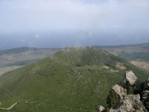 Der Monte Gibelè von der Montagna Grande aus gesehen. Foto: Michael Leithold / Lizenziert unter CC BY-SA 3.0 über Wikimedia Commons