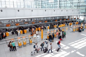 Check-In am Flughafen München. Foto: Werner Hennies / Flughafen München GmbH