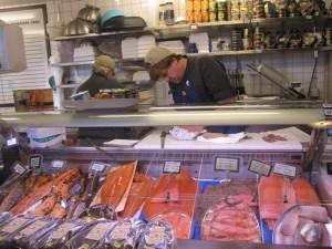 Fisch ist im Überfluss vorhanden. Guten Appetit.