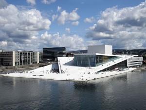 Ein architektonisches Highlight ist das Osloer Opernhaus in Form eines im Form eines Gletschers. – Foto: Christopher Hagelund / visitnorway.com