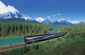 Fahrt mit dem Rocky Mountaineer durch grandiose Landschaften. Foto: Rocky Mountaineer / Uschi Liebl PR