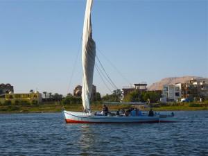 Die Überfahrt mit der Feluke ans westliche Nilufer ist ein Erlebnis.