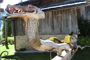 Künstlerisches Wurzelwerk, entdeckt in La Villa. – Foto: Dieter Warnick
