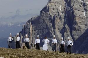 Aufstieg mit Genuss: Gourmets kommen in Alta Badia voll auf ihre Kosten. Das Val Badia hat nämlich die größte Dichte hervorragender Restaurants und Hütten in ganz Italien. – Foto: Udo Bernhardt