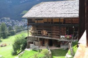 Der Alfarëi-Hof  in Badia ist für die Gegend ein typischer Bauernhof und uralt dazu. – Foto: Dieter Warnick