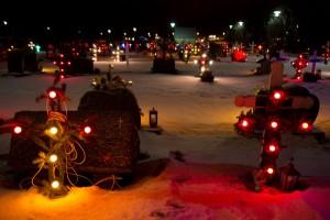 Auf Island gehen die Weihnachtslichter bereits am Nachmittag an — dort werden sogar die Gräber bunt beleuchtet.Foto: © istock.com/BreatheFitness