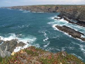 Wilde Klippen und das rauschende Meer prägen die Region rund um Alentejo. - Foto: Pura Communications