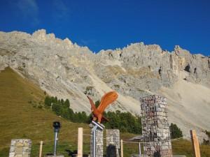 """Spielerisch die Natur entdecken im Erlebnisreich """"Latemar.ium"""" mit bestem Dolomiten-Blick. - Foto: Eggental Tourismus"""